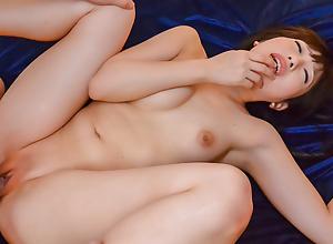 Arisa Nakano seducing a hunky stud into having sex