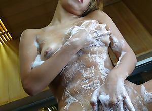 Raunchy Karen Yuuki teases while taking a shower