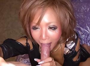 Riku Hinano has the brush chunky nipples eaten and the brush pussy banged