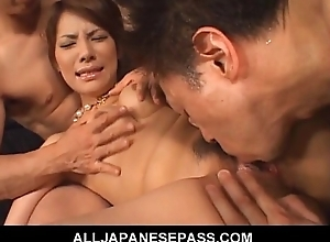 Sara Nakamura chubby titties hanging out as her feet are licked