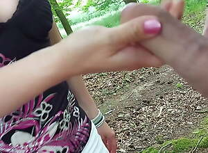 Jerking in rub-down the forest - pretty girl sucks his unearth & heads away